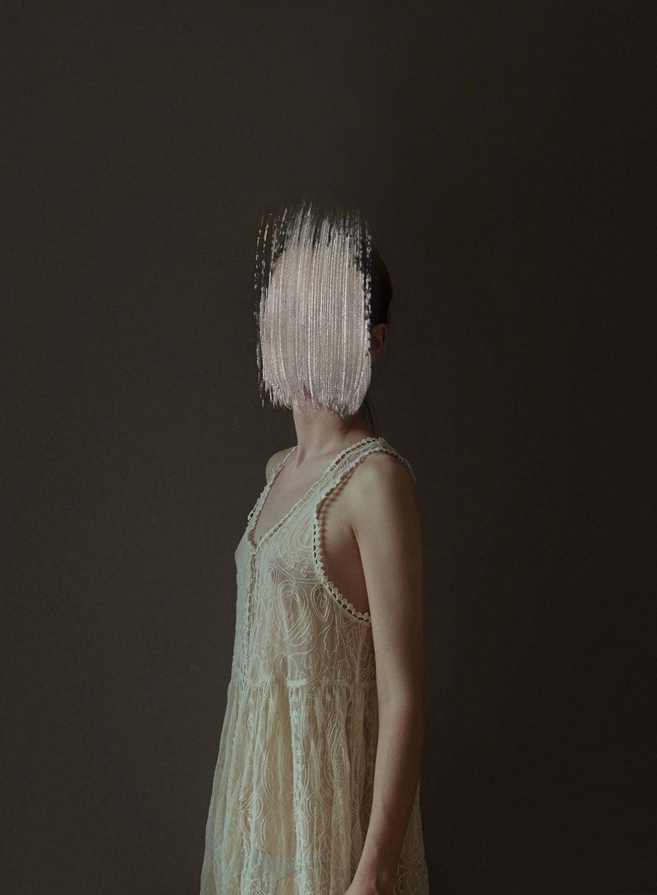 'The Unknown'. Obra de la fotógrafa barcelonesa Andrea Torres Balaguer, un proyecto en el que despoja de identidad al retratado con una mancha de pintura en el rostro
