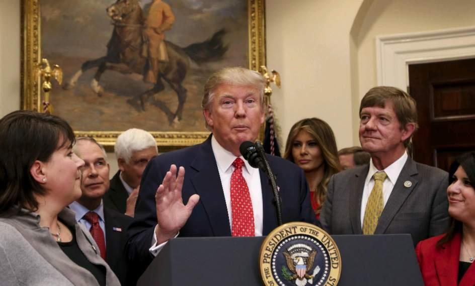 Resultado de imagen de El juez de Hawái paraliza indefinidamente el veto migratorio de Trump