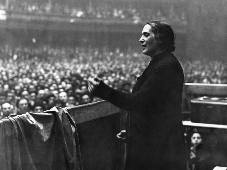 La Pasionaria, verano, 1936 . Un mitin de la líder comunista Dolores Ibarruri, 'La Pasionaria'