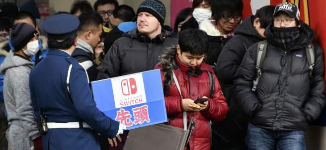 Colas en Tokio por la Nintendo Switch