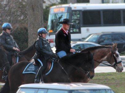 Ryan Zinke, a caballo a su trabajo