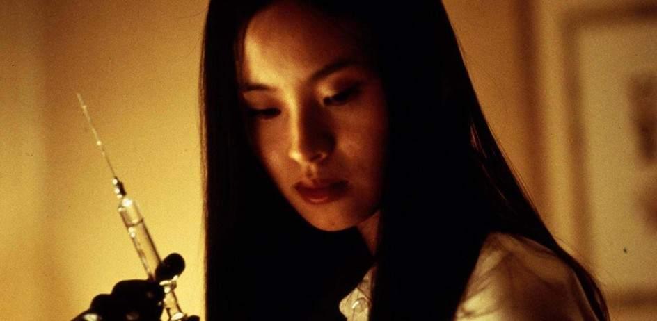 Audition (1999). Un veterano productor de cine está realizando un casting para su próxima película. En su camino se cruzará una joven tan bella como enigmática, pero totalmente desequilibrida. En sus escenas finales se incluye una tortura con agujas no apta para belonefóbicos.