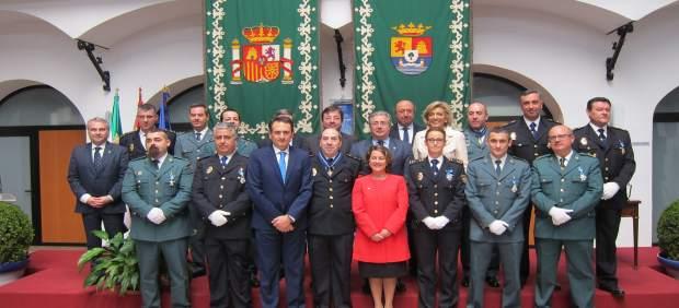 El ministro del interior alaba la labor y dedicaci n for Ministro de la policia nacional