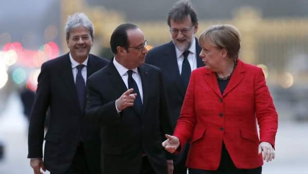 Cumbre a cuatro en Versalles entre Rajoy, Merkel, Hollande y Gentiloni.