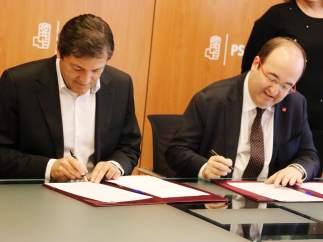 Javier Fernández (PSOE) y Miquel Iceta (PSC) ratifican el acuerdo.