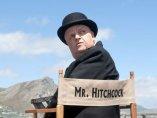 Toby Jones como Alfred Hitchcock