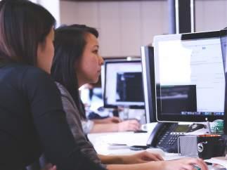 Mujer, trabajadora, ordenador, empresa