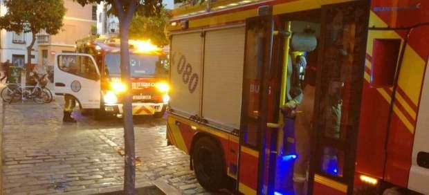 Sucesos intoxicadas tres personas por inhalaci n de humo for Servicio tecnico jane sevilla calle feria