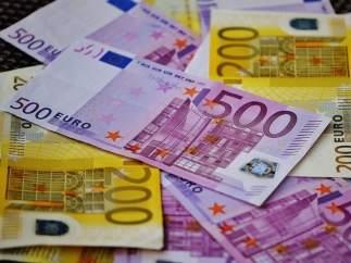 Billetes de 500 y 200 euros.