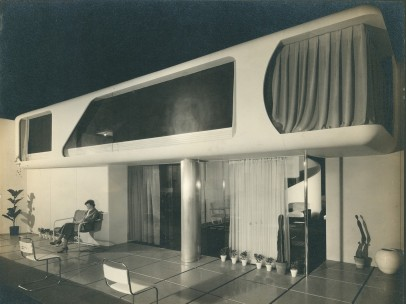 Friedrich Kiesler - Oblique view of the facade of the Space House, showroom of the Modernage Furniture Company, New York 1933