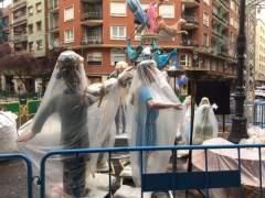 Falla con plàstic per la pluja