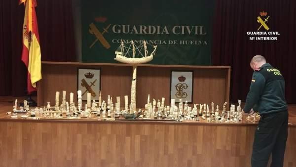 Piezas de marfil incautadas en Isla Cristina.