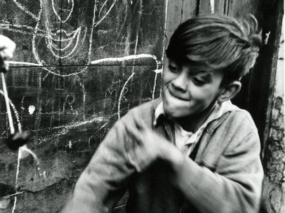 Roger Mayne - Boy playing conkers, Addison Place (N. Kensington), 1957