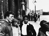 Roger Mayne - Men and boys in Southam Street, London, 1959