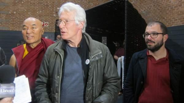 Richard Gere junto al monje tibetano y director de la Fundación Casa del Tíbet
