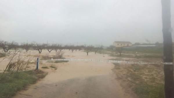 Travesía Joaquinas, Avileses, cortada al tráfico por temporal de lluvias