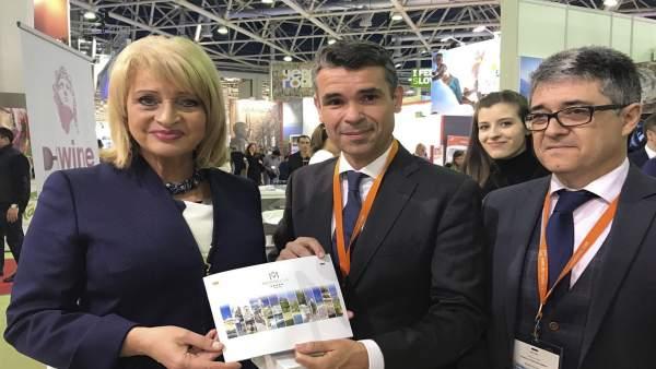 Bernal Con Porcuna Y Ministra De Turismo Rusa Mitt Moscú 2017 Turismo Turistas