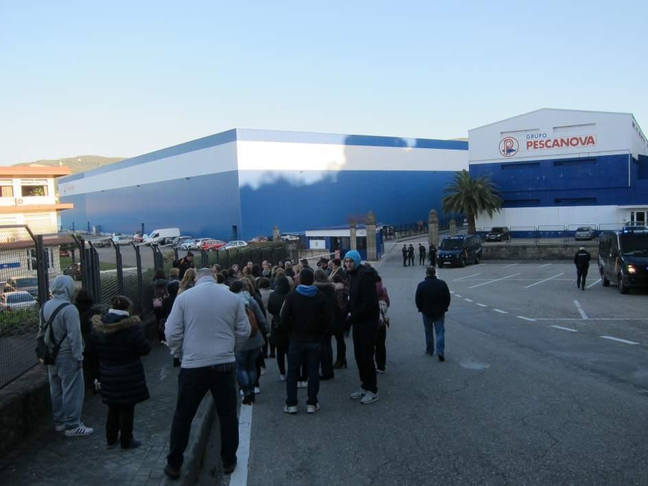 El 100 del personal de pescanova secunda la huelga en las for Oficina trafico vigo