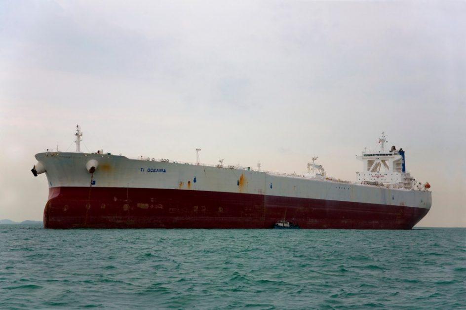 TI Oceania. El TI Oceania es el último buque construido de la clase TI (Tankers International). Puede transportar el equivalente a tres millones de barriles de petróleo en sus bodegas. Tiene 380 metros de eslora (longitud), 68 de manga (ancho) y pesa más de 440.000 toneladas.