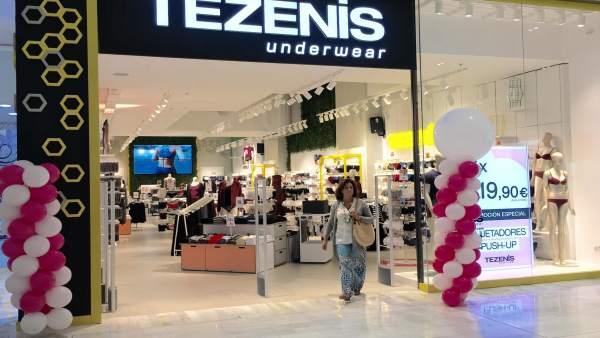 Los Arcos acoge el 'Recruiting Day' de Tezenis para buscar trabajadores.
