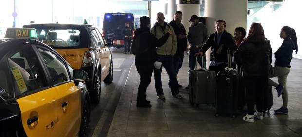 Piquete informativo en el aeropuerto de El Prat.