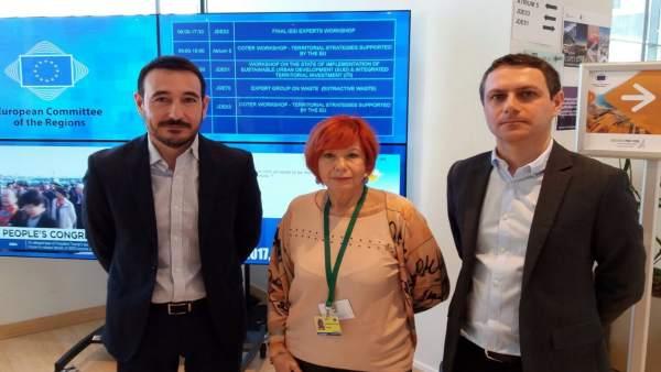 El delegado de la Junta en Cádiz, Fernando López Gil, aborda la ITI en Bruselas