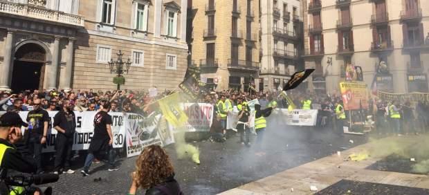 Imagen de la manifestación de taxistas en la Plaza Sant Jaume.