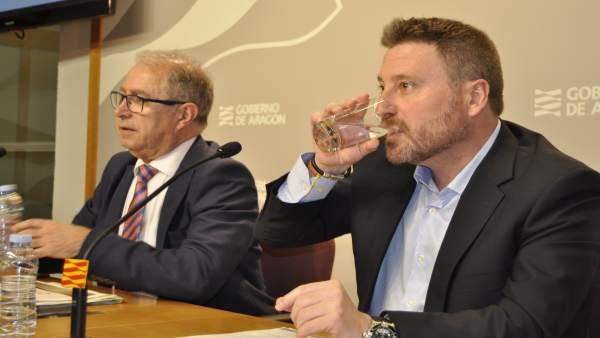 Los consejeros de Hacienda, Fernando Gimeno, y Vertebración, José Luis Soro.