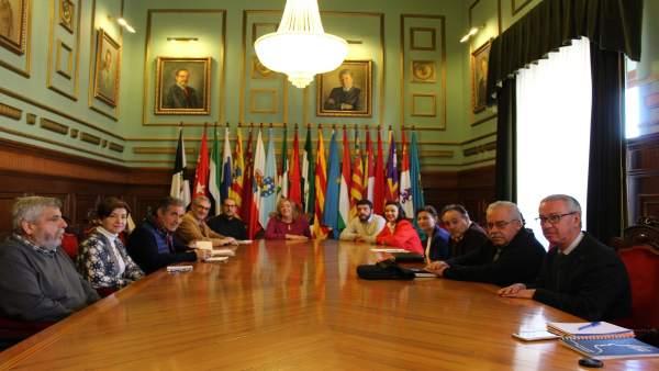 La alcaldesa de Motril, Flor Almón, con representantes empresariales