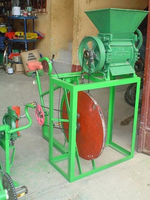 Bici despulpador de café. Con la creación de esta máquina se ayuda a que las familias puedan participar en todo el proceso de su cosecha y despulpar el café ellos mismos.
