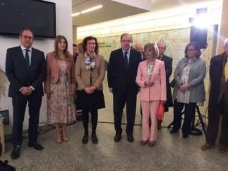 Burgos: Herrera (C) antes de inaugura la exposición MEH