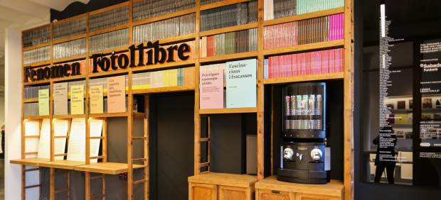 La nueva sede de Foto Colectania con la exposición 'Fenómeno Fotolibro'