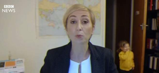 Un programa neozelandés parodia la entrevista del profesor de la BBC