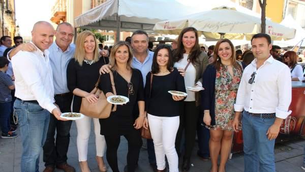 Concejales de La Palma del Condado en la Muestra de las habas con poleo.