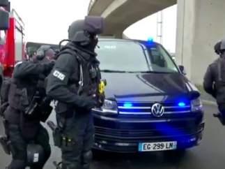 Cárcel para dos supuestos cómplices del agresor del aeropuerto de Orly