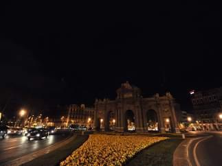 La Puerta de Alcalá apaga la luz en 'La hora del Planeta'
