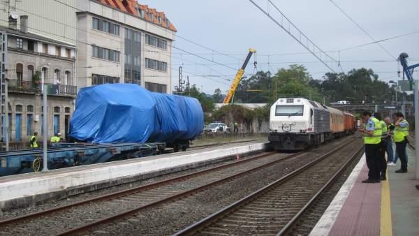 Tren siniestrado en O Porriño, cabeza tractora y vagones