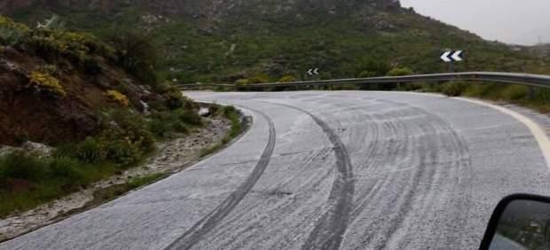 Carretera de la cumbre de Gran Canaria con granizo