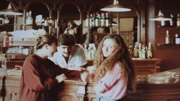 Diego Arques (dentro de la barra) al inicio del Café Zalacaín