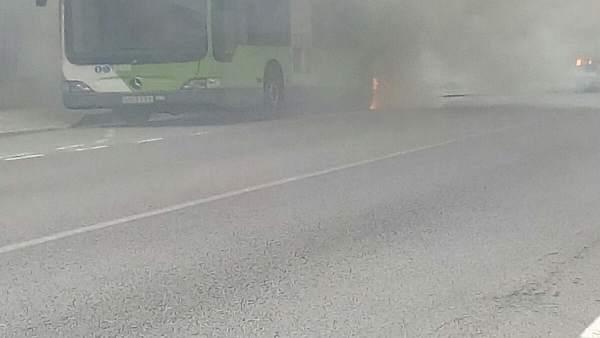 Arde un autobús de Vitrasa en Chapela