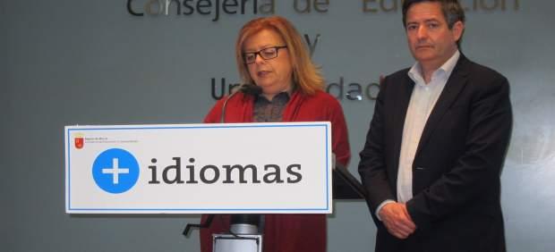 La consejera de Educación con Ujaldón en rueda de prensa