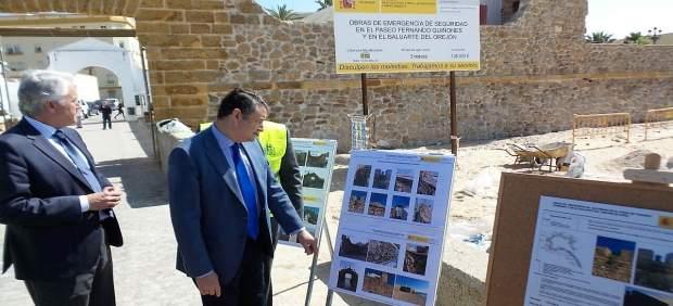 Sanz visita las obras del Paseo Fernando Quiñones en Cádiz
