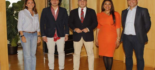 Firma de un acuerdo de OIJ con Diputación de Málaga