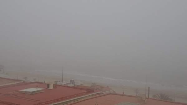 La boira obliga el tancament parcial del port de València al trànsit marítim