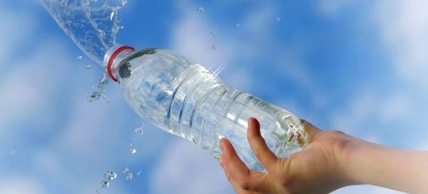 Agua mineral filtrada o del grifo cu l es m s recomendable - Agua embotellada o del grifo ...