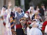Asistentes a la ofrenda a la Virgen de los Desamparados