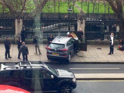 Coche tiroteado en Londres