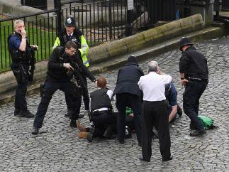 Ataque a las puertas del Parlamento británico