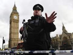 Policías armados patrullarán Londres tras el ataque