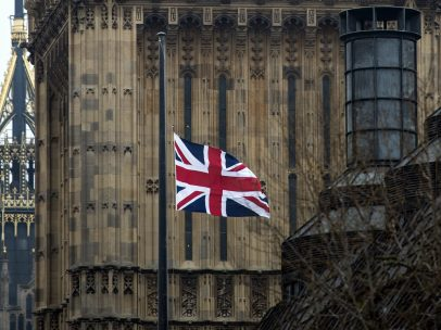 Bandera británica a media asta